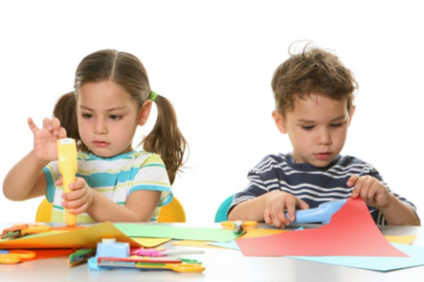 kids-making-mothers-day-cards